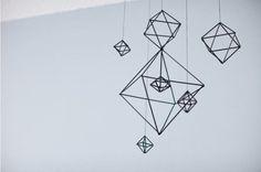 Movil geometrico con pajitas