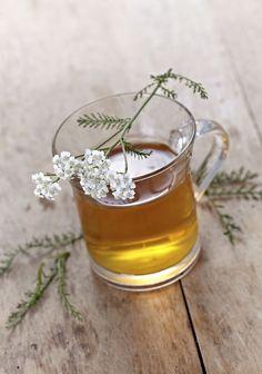 Homemade Tea for Backaches Easy Healthy Recipes, Raw Food Recipes, Healthy Drinks, Healthy Food, Herbal Vitamins, Homemade Tea, Salud Natural, Natural Cures, Natural Health