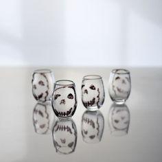 Skull Snapsglass. Hett Glass. Ellen V. Larsson.