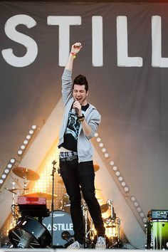Ironic that says STILL in the the background cause that's exactly what a BASTILLE show isn't lol