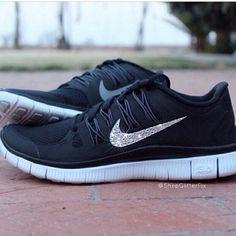 Black Nike running shoes so stinking cute
