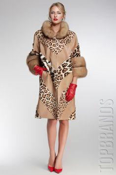 Rhonda's Creative Life: Monday Morning Inspiration/Not Your Grandmother's Fur Part 2 Fur Fashion, Couture Fashion, Winter Fashion, Luxury Fashion, Fashion Outfits, Womens Fashion, Fur Clothing, Animal Print Fashion, Russian Fashion