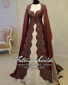 Ropa Tutorial and Ideas Royal Dresses, Nice Dresses, Beautiful Gowns, Beautiful Outfits, Kaftan Designs, Modele Hijab, Lady, Fantasy Dress, Medieval Dress