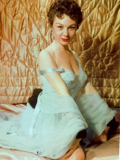 40 Fascinating Color Photographs of a Young Mitzi Gaynor in the ~ vintage everyday Old Hollywood Glamour, Golden Age Of Hollywood, Classic Hollywood, Vintage Hollywood, Hollywood Actresses, Actors & Actresses, Mitzi Gaynor, Donald O'connor, Old Movie Stars