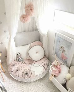 Are you looking for simple room decor ideas? In the past couple of weeks, my toc .- Are you looking for simple room decor ideas? In the past couple of weeks, my daughter … decor - Baby Bedroom, Baby Room Decor, Toddler Room Decor, Bedroom Decor For Kids, Girls Bedroom Decorating, Girls Bedroom Canopy, Rustic Girls Bedroom, Lego Bedroom, Childs Bedroom