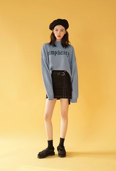 Korean fashion has been trending for many years, and it's for good reasons. With Korean's approach to outfits, accessories, and shoes, it is no doubt how many people search for Korean fashion trends for great looks. Cute Fashion, Daily Fashion, Fashion Models, Girl Fashion, Fashion Looks, Fashion Outfits, Fashion Tips, Fashion Design, Fashion 2018