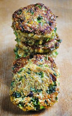 These lentils and amaranth patties are healthy, easy to make, vegan and delicious! You'll love their crispy texture and lovely taste! Plus, they are super-rich in proteins! Raw Food Recipes, Veggie Recipes, Vegetarian Recipes, Cooking Recipes, Healthy Recipes, Chicken Recipes, Snacks Recipes, Salmon Recipes, Dinner Recipes