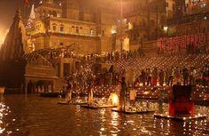 Varanasi est le centre d'art originale , de la culture , de la spiritualité et de la musique . Beaucoup de saints éminents indiennes , philosophes, poètes , écrivains et musiciens vivent ou ont vécu à Varanasi .
