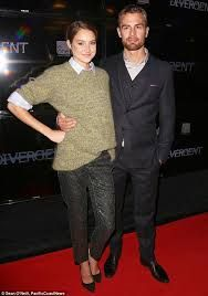 Theo James and Shailene Woodley- Divergent