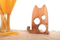 Doseur à spaghetti chat  http://www.homelisty.com/cadeaux-deco-amoureux-chats/