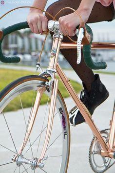 Fidel Sarcastro ♥'s Cliché Guevara - delightfulcycles: Copper fixie Bici Retro, Velo Retro, Velo Vintage, Vintage Bicycles, Retro Bicycle, Vintage Style, Velo Design, Bicycle Design, Cool Bicycles