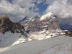 Lagazuoi 2800m, tanta neve. Qui la Tofana di Rozes.   Via Luca Lombroso