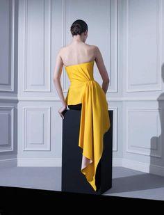 'Rencontre Raf Simons Chez Dior', featuring Katia Selinger, photographed byMarton Perlaki for L'Officiel Paris.