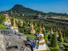 Go visit this weird and wonderful garden..Chon Buri, Thailand This massive family-owned tropical garden boasts a petting zoo, two restaurants,... - emmanuel charlat / Alamy