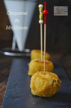 CROQUETAS DE MEJILLONES Fish Dishes, Canapes, Sin Gluten, Finger Foods, Great Recipes, Catering, Picnic, Food And Drink, Appetizers