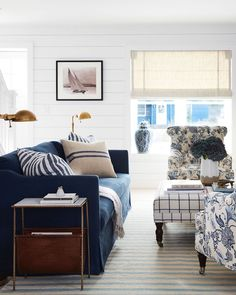 Modern nautical living room with navy sofa 59 Best Solution Small Apartment Living Room Decor Ideas Coastal Living Rooms, Living Room Decor, Cottage Living, Blue Living Room Chairs, Nautical Living Room Furniture, Rustic Furniture, Navy And White Living Room, Modern Furniture, Cozy Living