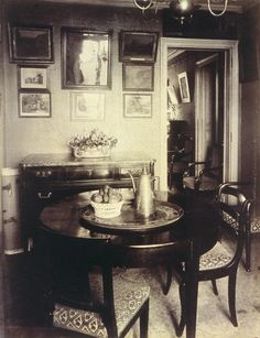 France. Intérieur parisien de Mr A., Industriel, Rue Lepic, Paris, 1910 // by Eugene Atget