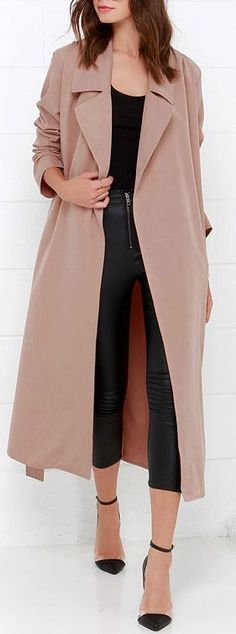 Cruise around town while the stars are out, bundled up in your new Night Drive Blush Trench Coat! Soft, lightweight twill shapes this breezy trench coat with l… Trench Coat Outfit, Raincoat Outfit, Coat Dress, Belted Coat, Long Trench Coat, Trench Coats Women Long, Long Coat Outfit, Lightweight Trench Coat, Winter Trends