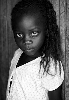 Kenya | Beautiful girl of the Luo tribe on Rusinga Island, Lake Victoria, Kenya. Website: Dietmar Temps, photography