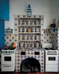 Best Modern Bohemian Style Kitchen Design Ideas - Page 5 of 39 Kitchen Tiles, Kitchen Decor, Kitchen Design, Bohemian Kitchen, Mexican Kitchens, Vintage Appliances, Dark Interiors, Home And Deco, Elle Decor