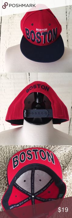 🎀🆕Boston Unisex Snapback Cap🎀 Support your local city and state with the comfortable, adult, unisex, flatbill cap.Imported Support Local City and State Comfortable Adult Unisex Flat Visor Bill Great quality hat with adjustable snapback Great looking quality hat Shop with confidence! Satisfaction Guaranteed Product Information Red with blue Bill  and blue with white edging , raised, embroidered Boston on front.  Product Dimensions	11 x 6 x 9 inches This is an E-Flag Original cap, brand…
