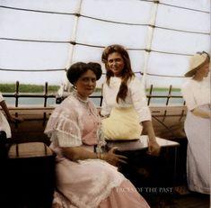 Мария Николаевна Романова с матерью Александрой Федоровной. 1900-е.