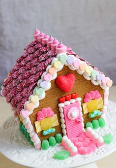 Valentine's Day Gingerbread House, great tutorial www.gingerbreadjournal.com