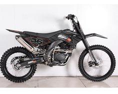 APOLLO 250cc 5-SPEED DELUXE DIRT BIKE.