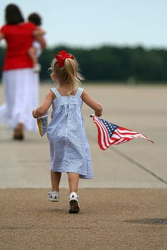 Military Homecoming, with Old Glory waving. Military Girlfriend, Military Love, Military Brat, Operation Red Wings, Welcome Home Soldier, Military Homecoming, Army Life, Star Spangled, Old Glory