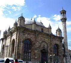 Ahşap bir cami olan Konya Aziziye Camii, 1867 yılında çıkan çarşı yangınında yanmış. Ondan sonra bugünkü barok mimari özellikler gösteren anıtsal cami yapılmış