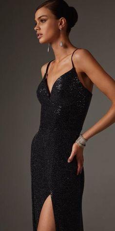 Prom Dress Couture, Velvet Midi Dress, Party Dresses Online, Black Sequin Dress, Dress Silhouette, Tube Dress, Classy Dress, Designer Dresses, Evening Dresses