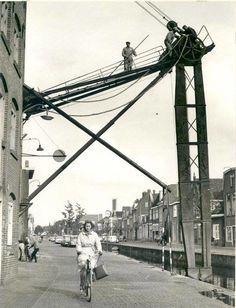 Leeuwarden. De graanzuiger bij Koopmans meelfabriek op het Noordvliet in de jaren '60