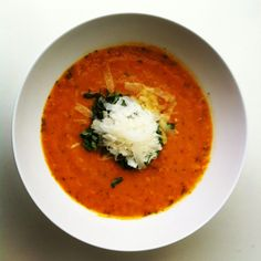 Roasted tomato and basil soup. Easy and healthy. No cream, no butter, no salt.