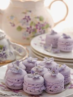 Violet Macarons for Tea! Pink Piccadilly Pastries: Violet Macarons for Tea! French Macaroons, Pink Macaroons, My Tea, High Tea, Tea Time, Sweet Treats, Dessert Recipes, Tea Party Desserts, Picnic Recipes