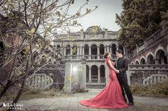 類似像這件紅色 #旗袍 設計的 #魚尾 #晚禮服,不管在拍照或是宴客都非常受新娘歡迎!女孩們拍 #婚紗照 或是文定時,也會考慮嗎?❤️  更多法蝶新人作品 ▶︎▶︎ www.lafatte.com.tw/portfolio.php?c=2