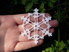 Bells, Flakes, and Tree Skirt Edging: Snowflake A pattern by Patons : One of the easier snowflakes to make! These snowflakes would make gorgeous earrings and other kinds of jewelry for the holidays! Crochet Snowflake Pattern, Crochet Stars, Crochet Motifs, Crochet Snowflakes, Thread Crochet, Crochet Crafts, Crochet Doilies, Yarn Crafts, Crochet Flowers