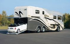 Mobile home with modern and contemporary interior designs: expensive mobile houses with garage
