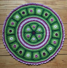 ***This listing is for the crochet pattern only. Finished crochet piece is not included!*** This crochet piece combined Granny Triangles Crochet Round, Crochet Squares, Crochet Home, Crochet Granny, Crochet Doilies, Crochet Flowers, Granny Squares, Crochet Afghans, Hexagon Crochet