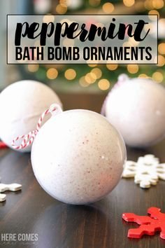 Make these easy peppermint bath bomb ornaments for holiday gifts this year! Click for the tutorial.