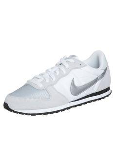 Nike Sportswear GENICCO Tenisówki i Trampki platinum/metallic silver/whiteblack