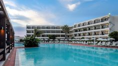 Hotel Smartline Cosmopolitan, Rodos, Grecia Creta, Cosmopolitan, Outdoor Decor, Home Decor, Rhodes, Decoration Home, Room Decor, Home Interior Design, Home Decoration