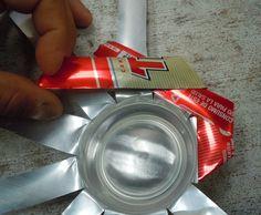 Cómo hacer un portavelas o cenicero con una lata reciclada: Quinto paso: Acaba de doblar las tiras