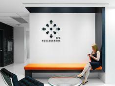 sillón integrado con la pared