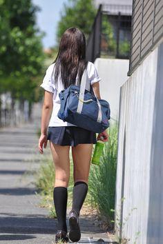 Japanese School Uniform Girl, School Girl Japan, School Girl Outfit, School Uniform Girls, Girls Uniforms, Japan Girl, Cute Asian Girls, Beautiful Asian Girls, Cute Girl Outfits