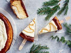 Paistettu piparijuustokakku   Valio Treat Yourself, Treats, Baking, Ethnic Recipes, Food, Dinner Ideas, Cupcakes, Christmas, Sweet Like Candy