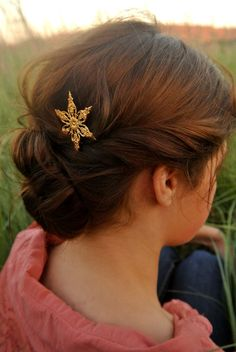 Hey, I found this really awesome Etsy listing at https://www.etsy.com/listing/197712902/fancy-ornate-gold-star-snowflake-hair