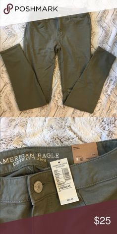 NWT American Eagle Olive Knit Jeggings NWT American Eagle Knit jeggings in olive color. Stretchy material. Would be a great fall wardrobe staple! American Eagle Outfitters Jeans Skinny