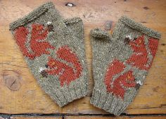 Ravelry: Red Squirrel fingerless mitts pattern by Twisted Classics