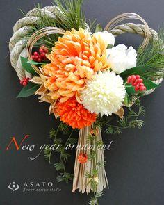 華やかなお正月のしめ縄飾り ( オレンジ&ホワイト)です。1年の幕開けを、明るく元気な気持ちでスタートしていただきたい♩という思いで、爽やかなビタミンカラーの...|ハンドメイド、手作り、手仕事品の通販・販売・購入ならCreema。