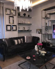 Mirror parts, eye-catching accessories. Lounge, Living Room Decor, Living Spaces, Deco Nature, Wood Design, Interior And Exterior, Beautiful Homes, Sweet Home, House Design